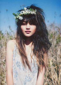 Bohemian Bride / Flowers in her hair (LANE Mailing List: www.thelane.com/newsletter )