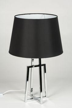 Artikel 10266 Moderne, strakke tafellamp uitgevoerd in een zwarte kleur gecombineerd met chroom.  Deze tafellamp heeft een open frame in strakke belijning. Het frame is uitgevoerd in chroom. De zwarte, stoffen kap is van gladde stof en heeft een satijnen uitstraling. http://www.rietveldlicht.nl/artikel/tafellamp-10266-modern-chroom-stof-zwart