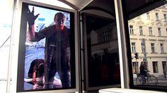 """GEWISTA: SKY """"THE WALKING DEAD"""" Wartehalle / Zombies in Wiener Bim-Warte..."""