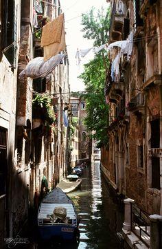 Venice @ http://reverie-daydream.blogspot.com/search?updated-max=2009-08-28T00%3A05%3A00-07%3A00&max-results=20
