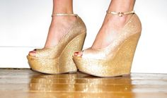 i want these wedges. so gorg! Gold Wedges, White Wedges, Wedge Heels, High Heels, Things I Want, Peep Toe, My Style, Shoes, Fashion