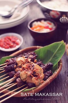 HESTI'S KITCHEN : yummy for your tummy: Sate Makassar Indonesian Cuisine, Indonesian Recipes, Malay Food, Chicken Satay, Traditional Cakes, Makassar, How To Grill Steak, Food Plating, Sauce Recipes