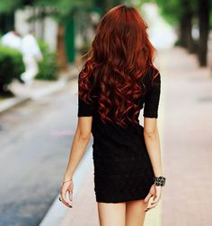 Hmmm maybe if I keep growing my hair out, I could pull off this look. XD