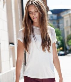 Straight, short-sleeved top in airy, glossy jersey with a chiffon crêpe yoke and sleeves, and visible zip at neck.