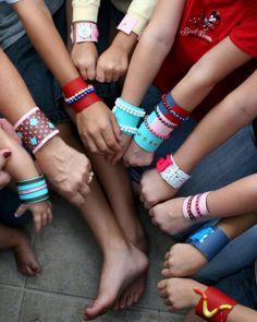 Kids craft: cardboard tube bracelets
