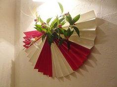 リース Fall Crafts, Decor Crafts, Diy And Crafts, Paper Crafts, Christmas Wreaths, Christmas Decorations, Holiday Decor, Ganpati Decoration At Home, Japanese New Year