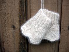 Samoyed Dog Hair Fingerless Mitts by EntwinedSpirits on Etsy - inspiration for making Mookie hair things