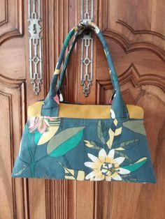 Sac City Zip-Zip en jaune et tissu floral cousu par Jean - Patron Sacôtin