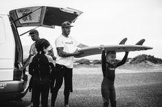 Los chicos vienen ansiosos de Surfing !! @crisdiazfoto Cursos de surf para todos los niveles y edades.. Infórmate ya en http://ift.tt/SaUF9M #surfcamplanzarote #surfcoach #surfcamp #surfschool #surflessons #surf #famara #surfing #lanzarote #surfers #islascanarias #surfcanarias #surflanzarote #lanzarotesurf #surfteguise #teguisesurf #lasantasurfprocenter #lasantaprocenter #summertime #summer #summerlanzarote #canaryislands #surftrip