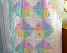 Amish Quilt for Sale - Amish Infant Quilt Log Cabin Pattern Unisex Colors Log Cabin Quilt Pattern, Log Cabin Quilts, Pattern Blocks, Log Cabins, Amische Quilts, Girls Quilts, Bargello Quilts, Quilt Baby, Baby Bedding
