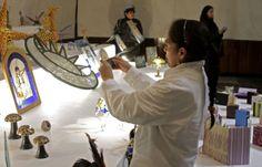 El Centro Cultural José Martí cuenta con talleres de encuadernación, vitrales y cartoneria. Foto: Abril Cabrera A.