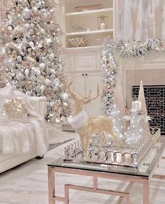 100 Elegant Christmas Decorations Which Defines Sublime & Sophisticated - Hike n Dip Give your Christmas home the elegant touch. Here are Elegant Christmas Home Decor ideas. These Christmas decors are simple, DIY Decors which you can do. Elegant Christmas Decor, White Christmas Trees, Christmas Aesthetic, Christmas Themes, Christmas Fun, Vintage Christmas, Silver Christmas Decorations, Homemade Christmas, Christmas Lights