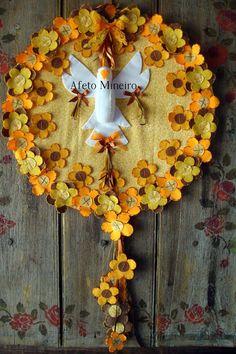 Divino decorativo Mais Mais Felt Flowers, Decoupage, Stencils, Arts And Crafts, Santa, Spirit, Wreaths, Cool Stuff, Rose