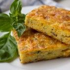 Cuketový nákyp so syrom Vegetable Dishes, Vegetable Recipes, Fruits And Vegetables, Food Inspiration, Quiche, Zucchini, Recipies, Food And Drink, Cooking Recipes