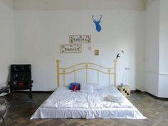 Google Image Result for http://indiapiedaterredotcom.files.wordpress.com/2011/05/mattress-on-the-floor-via-ohdeedoh-apartment-therapy.jpg%3Fw%3D400%26h%3D300
