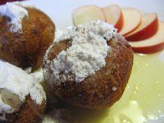 Tvaroh, mouku, vejce a sůl zpracujeme v tužší, ale vláčné těsto. Rozválíme na placku o síle cca 4 mm a rozkrájíme rádýlkem na čtverce o velikosti... Sweet Desserts, Muffin, Breakfast, Food, Morning Coffee, Eten, Cupcakes, Muffins, Meals