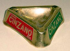 Original cenicero promocional de la firma Cinzano. Todo un clásico de la publicidad de los años 70.