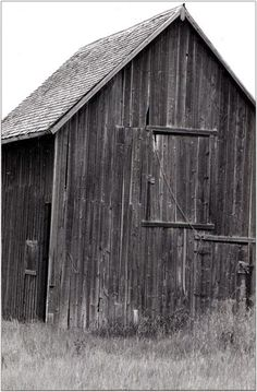 barn black-and-white