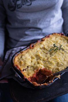 veganer sheperd's pie mit roten linsen, möhren, roter bete und kartoffel-sellerie-stampf