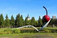 Claes Oldenburg - Sculpture in Minneapolis. How Scale in Art Influences the Viewing Experience