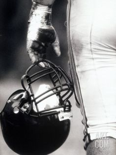 Art.fr - Photographie 'Low Angle View of An American Football Player Holding a Helmet'