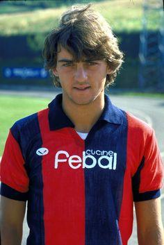 Roberto Mancini of Bologna, 17 years old 1982 Retro Football, World Football, Football Kits, Vintage Football, Football Soccer, Football Images, Football Pictures, Football Stickers, Football Cards
