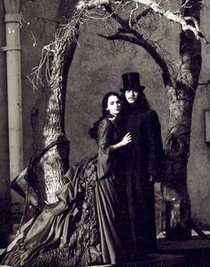 """Gary Oldman and Winona Ryder in """"Bram Stoker's Dracula"""" (1992). DIRECTOR: Francis Ford Coppola."""