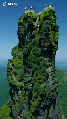 Fanjingshan or Mount Fanjing, in Guizhou Province (southwest China). Beautiful Places To Travel, Cool Places To Visit, Nature Photography, Travel Photography, Nature Gif, Nature Videos, Nature Pictures, Amazing Nature, Beautiful Landscapes