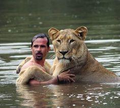 . Anyone wanna swim ? Meet Kevin Richardson: The Lion Whisperer Photo by : ©@lionwhisperersa | #AnmlsWorld |