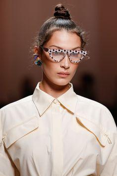 ce947434a5445a Fendi Spring 2019 Ready-to-Wear Collection - Vogue Printemps Été, Italie,