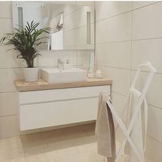 Ahhhhhh what a bathroom @fru.gch #kvik #manobykvik #bathroom #badeværelse #bath #vanityset #danishdesign #sinkontop #ceramic #souloasis #interior #inspiration #timeforabath