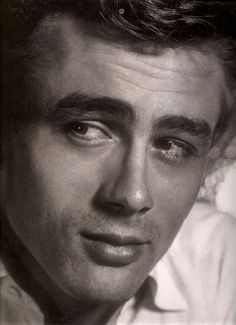 A old portrait of the actor #JamesDean ...