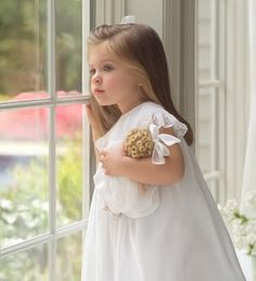 Little girls in pretty dresses and bows in their hair.So Southern! Precious Children, Beautiful Children, Beautiful Babies, Baby Kind, Baby Love, Baby Baby, Fashion Kids, Fashion Shoes, Flower Girls