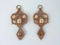 DIY Jewelry: FREE beading pattern for Royal Lace Earrings made from Czech 11/0 seed beads, 4mm and 6mm pearls, and 4mm bicone crystals. Elegant and regal.