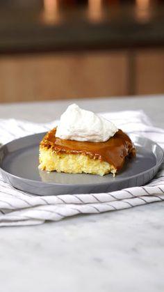 Que tal uma fatia desse bolo gelado de leite condensado para adoçar o seu dia?