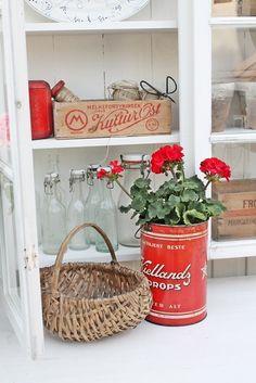Love red white -- VIBEKE DESIGN Found on vibekedesign.blogspot.com
