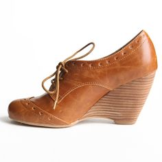 I have these in brown and white, they're one of my favorites!!