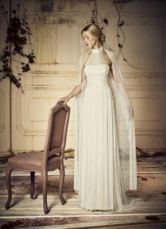 Descubre la última tendencia en moda nupcial de la temporada: la capa de novia. Ideal para cualquier estilo y celebración. ¿Te haces con una de ellas?