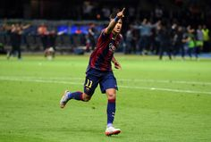 Neymar of Barcelona celebrates scoring his team's third goal during the UEFA Champions League Final between Juventus and FC Barcelona at Olympiastadion on June 2015 in Berlin, Germany. Football Is Life, Neymar Jr, Uefa Champions League, Sexy Girl, Best Player, Sport Man, Lionel Messi, Soccer Players, Fc Barcelona
