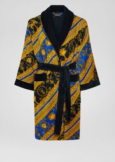 I ♡ Baroque Bathrobe by Versace Home. The I ♡ Baroque print brings elegance into the home with this plush cotton bath robe with Medusa accents. Versace Bathrobe, Versace Jacket, Versace Pink, Versace Home, Fancy Robes, Vintage Outfits, Vintage Fashion, Peignoir, Baroque