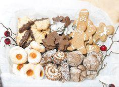 Also ich bin schon voll in Weihnachtsstimmung, und ihr? Das Weihnachten dieses Jahr wird zwar etwas außergewöhnlicher, aber sicher genauso schön!✨ Mich würde interessieren was ihr an diesem Weihnachten am meisten vermisst? Blogger Themes, Gingerbread Cookies, Desserts, Food, Beignets, Faith, Food Portions, Bakken, Christmas