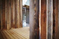 "Haus Laanz ""Stadl"", Parkstetten - ediundsepp – Lang Hugger Rampp Hardwood Floors, Flooring, Barn, House, Home Decor, New Construction, Sustainability, Architecture, Homes"