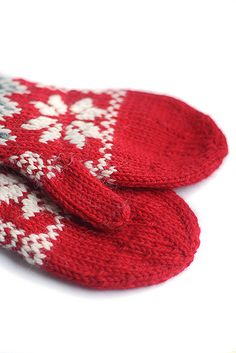 Milka's mittens are warm mittens having some positive ease to make cold days bearable.