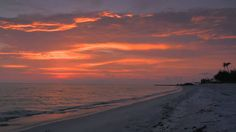 Kim Burada Olmak istemezki Gün Batımı Sahil ve Romantik Bir Müzik