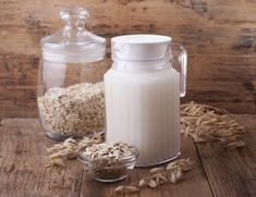 Oat milk is a form of milk, made when steel cut oats are soaked in water for some time. This is then mixed and strained, which results in a heavy & foamy type of milk. Oatmeal Water, Smoothie Recipes, Smoothies, How To Make Oats, Bebidas Detox, Food Nutrition Facts, How To Slim Down, Coconut Water, Vitamins And Minerals