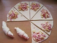 Schinken – Gouda – Hörnchen Ham – Gouda – croissants, a great recipe from the category finger food. Snacks Pizza, Snacks Für Party, Party Finger Foods, Finger Food Appetizers, Brunch Recipes, Appetizer Recipes, Snacks Recipes, Pizza Recipes, Aperitivos Finger Food