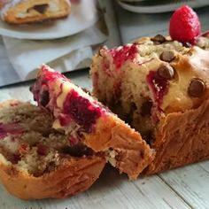 A delicious super easy Raspberry & Chocolate Muffin recipe adapted to bake in a Loaf tin.Why not take your Favorite Raspberry muffin to another level Muffin Recipes, Baking Recipes, Cake Recipes, Dessert Recipes, Baking Ideas, Raspberry Muffins, Raspberry Recipes, Raspberry Cheesecake, Fairy Cakes