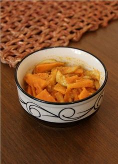 In an interview of less than 40 minutes, Kulbhushanji Khanna shared more than 5 recipes - I liked the flare with which he gave the recipes in one shot. Read the article on my blog to get the recipe of the Punjabi pickle shown above.