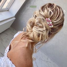 The most delicate hair clip made of Swarovski crystals is in stock. We are waiting for you in our store🥰 Bohemian Headpiece, Opal Hair, Small Hair Clips, Bride Headband, Bridal Hair Vine, Rose Gold Hair, Wedding Hair Pieces, Bridal Hair Accessories, Swarovski Crystals