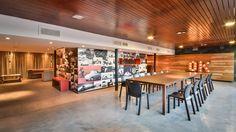 """""""El Patio"""" diseñado por LN Arquitectura. Córdoba, Argentina. Espacio social de eventos y esparcimiento para los empleados de Autocity (Multiespacio del Automotor). Fotografías de Gonzalo Viramonte. #diseñodeinteriores"""